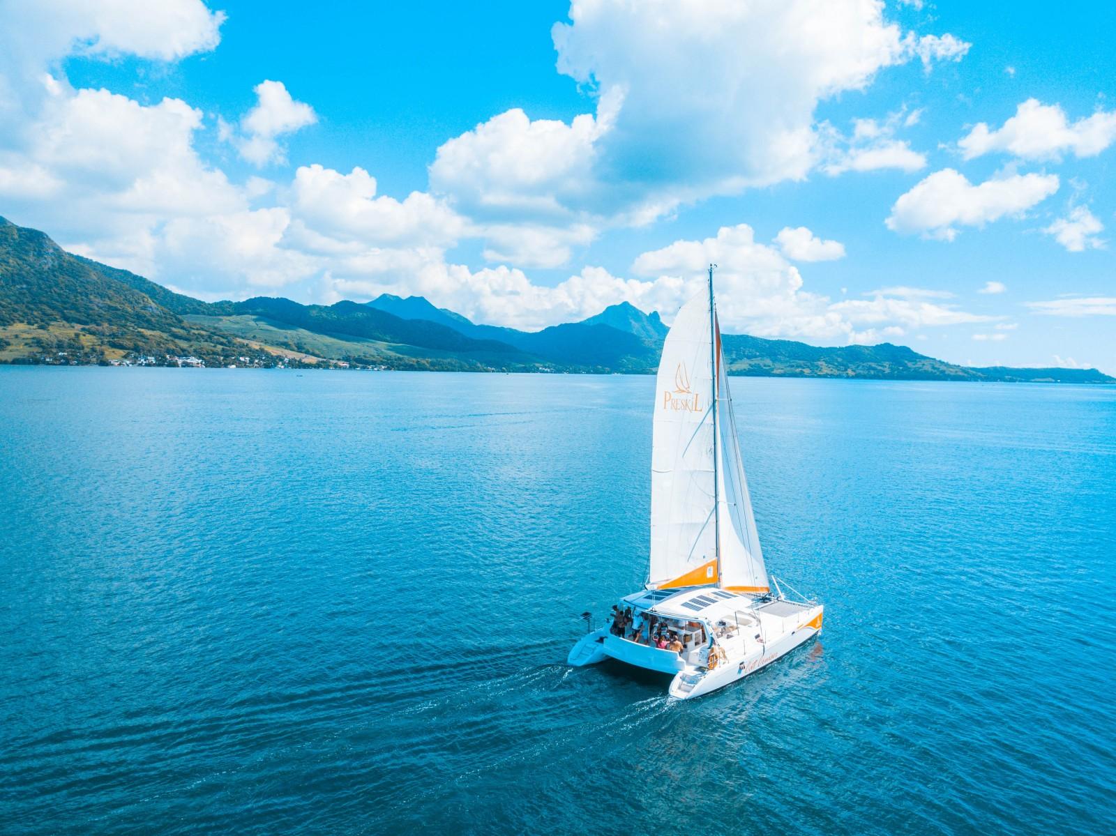 Balade de l'île aux Cerfs en catamaran